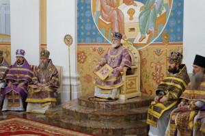 Патриарший Экзарх всея Беларуси совершил литургию в успенском соборе Витебска