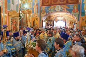 В праздник Благовещения Предстоятель Белорусской Церкви совершает Литургию в Благовещенском храме Витебска