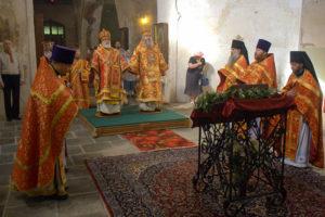 Патриарший Экзарх совершил Божественную литургию в Ирининском храме подворья Белорусского Экзархата в Москве