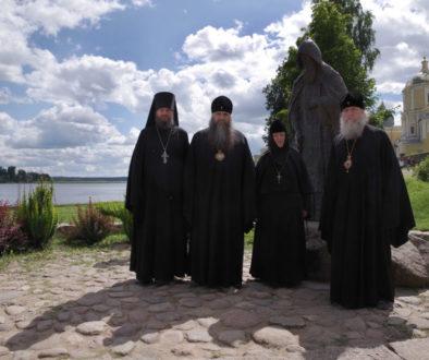 Владыка Димитрий совершил Божественную литургию в Нило-Столобенской пустыни