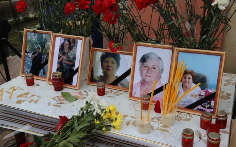 В Кизляре простились с невинно убиенными прихожанками Георгиевского собора.