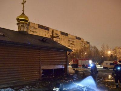Во Львове радикалы подожгли храм Украинской Православной Церкви.