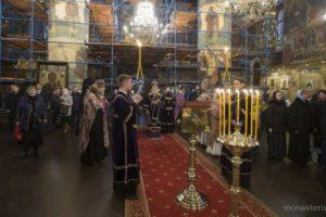 Архиепископ Сергиево-Посадский Феогност совершил Литургию в Успенском соборе Московского Кремля