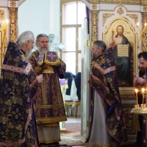В субботу 24 марта в Праздник Похвалы Пресвятой Богородицы Высокопреосвященнейший Димитрий, архиепископ Витебский и Оршанский, возглавил Божественную литургию в храме св. великомученицы Ирины