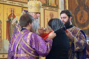 5 апреля, в Великий четверток, Высокопреосвященнейший Димитрий, архиепископ Витебский и Оршанский, возглавил Божественную литургию в храме св.великомученицы Ирины.