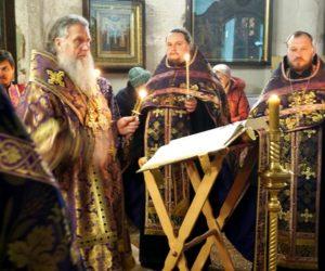 Высокопреосвященнейший Димитрий, архиепископ Витебский и Оршанский, совершил утреню Великой Пятницы с чтением 12 Евангелий в храме св.великомученицы Ирины