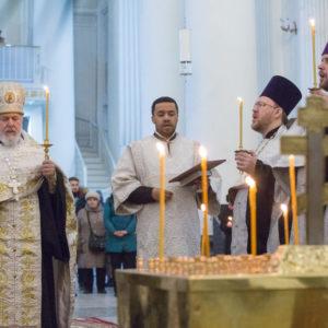 В годовщину теракта в метрополитене Санкт-Петербурга в Троице-Измайловском соборе Северной столицы совершена панихида