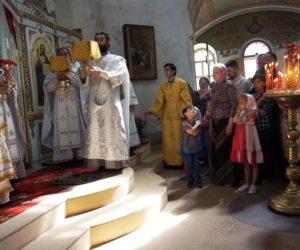18 мая, в день празднования памяти святой великомученицы Ирины, Высокопреосвященнейший Димитрий, архиепископ Витебский и Оршанский, возглавил Божественную литургию в храме св.Ирины в Покровском