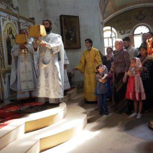 18 мая, в день празднования памяти святой великомученицы Ирины. Высокопреосвященнейший Димитрий, архиепископ Витебский и Оршанский, возглавил Божественную литургию в храме св.Ирины в Покровском