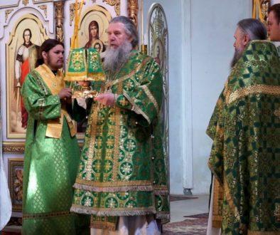 В праздник Сошествия Святого Духа на апостолов Высокопреосвященнейший Димитрий, архиепископ Витебский и Оршанский, возглавил Божественную литургию в храме св.Ирины