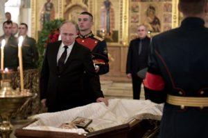 В Храме Христа Спасителя состоялось отпевание режиссера Станислава Говорухина