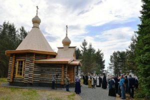 В Карелии на берегу Сямозера молитвенно почтили память погибших детей