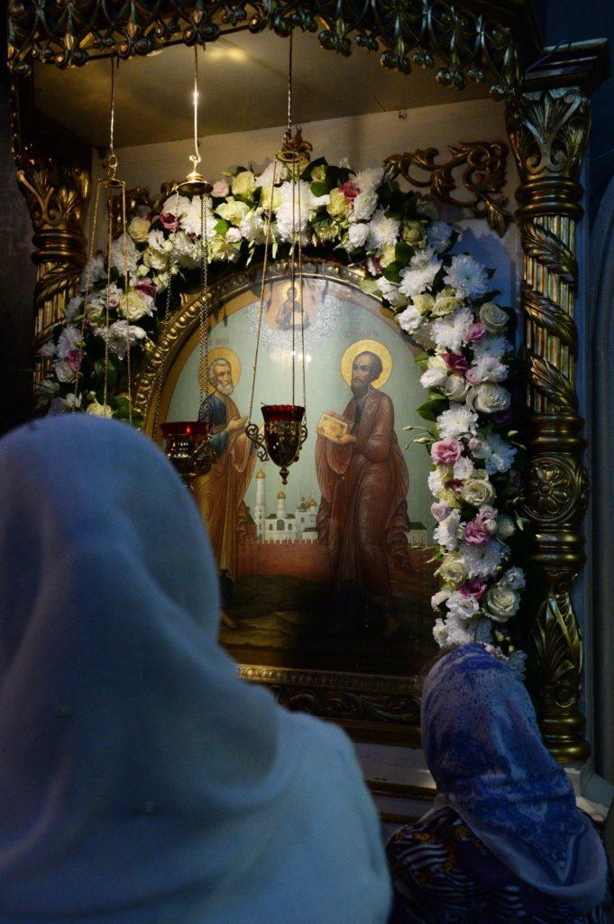 В день памяти святых апостолов Петра и Павла Святейший Патриарх Кирилл совершил Литургию в Петропавловском храме в Лефортове