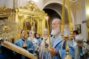 В канун праздника Казанской иконы Божией Матери Святейший Патриарх Кирилл совершил всенощное бдение в Богоявленском кафедральном соборе