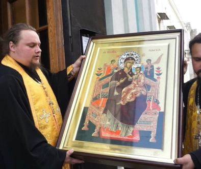 В храм святой Ирины со Святой горы Афон принесен список с чудотворной иконы Божией Матери «Всецарица»
