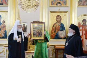 В первый день пребывания в Валаамском монастыре Патриарх Кирилл провел заседание Попечительского совета по восстановлению обители и освятил надвратный храм