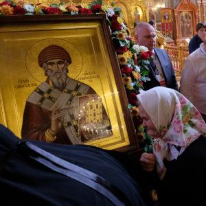 В первый день пребывания мощей святителя Спиридона Тримифунтского в Краснодаре святыне поклонились более восьми тысяч верующих
