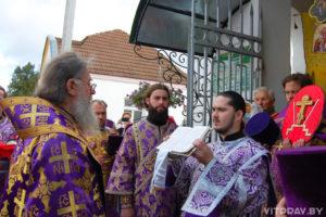 Архиепископ Димитрий возглавил богослужение в лиозненском храме Воздвижения Креста Господня