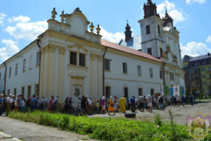 В Ивано-Франковской области силой захвачено здание, принадлежащее Украинской Православной Церкви