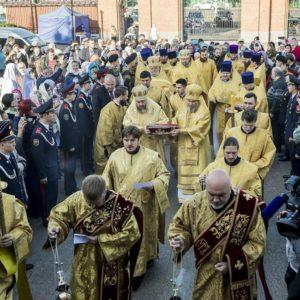 В главном храме Кузбасса состоялась торжественная встреча десницы святителя Спиридона Тримифунтского
