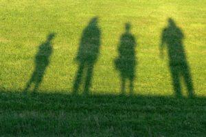 НАШИ ДЕТИ ПИШУТ НА СТЕНАХ: «ПРОШУ НЕМНОЖКО ЛЮБВИ! Я ПОГИБАЮ». Беседа о правильном воспитании детей. Митрополит Нектарий (Антонопулос)