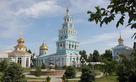 Архиепископ Витебский и Оршанский Димитрий участвовал в Божественной литургии в Успенском кафедральном соборе Ташкента