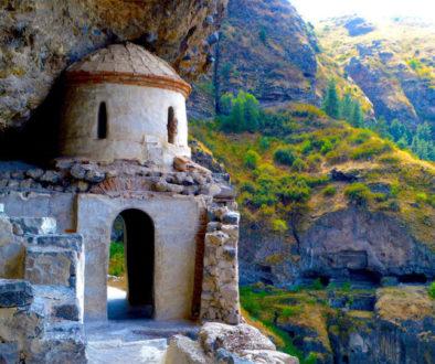 В Грузии из-за угрозы обрушения на определенное время закрыт Ванский монастырский пещерный комплекс