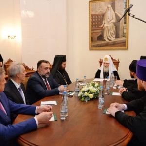 Святейший Патриарх Кирилл встретился с организаторами принесения мощей святителя Спиридона Тримифунтского в Россию