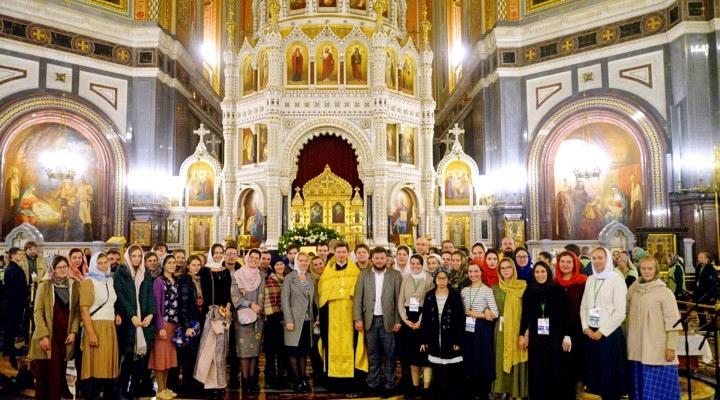У мощей святителя Спиридона Тримифунтского состоялся молодежный соборный молебен