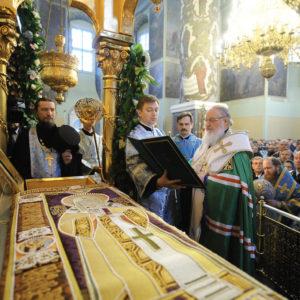 Патриарх Кирилл совершит в Донском монастыре молебен у мощей свт. Тихона