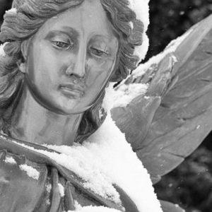 «ПОПРОБУЙТЕ РАССКАЗАТЬ О ВОСКРЕСЕНИИ, СТОЯ У ГРОБА» Беседа с кладбищенским священником Александром Косачем