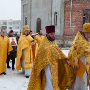 В строящемся храме святителя Николая в Шумилино Витебской епархии совершили первую Божественную литургию