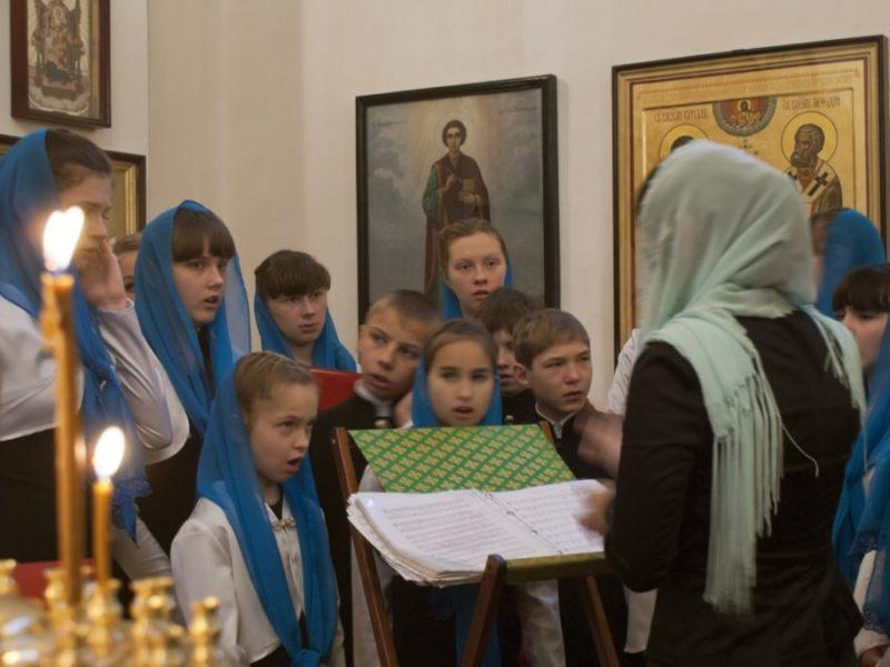 Приглашаем девочек и мальчиков в молодежный хор на Божественную литургию каждое воскресенье в 8.30. Телефон: 8-915-308-35-00