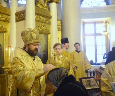 Митрополит Волоколамский Иларион совершил чин присоединения к Православной Церкви временно отпавших от нее людей
