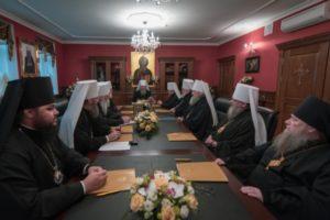 Синод Украинской Православной Церкви заявил о давлении государственной власти Украины на епископат, духовенство и верных канонической Церкви