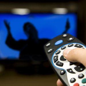 НОВЫЙ ГОСТЬ В ЧЬЕМ-ТО ДОМЕ, ИЛИ СВЯЩЕННИК В ТЕЛЕВИЗОРЕ Об особенностях телепроповеди