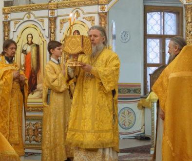 В Неделю сыропустную, воспоминание Адамова изгнания, Прощеное воскресенье архиепископ Димитрий возглавил Божественную литургию в храме святой Ирины