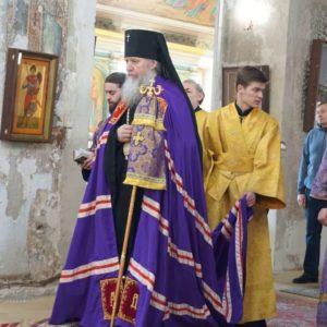 В Неделю Крестопоклонную архиепископ Димитрий возглавил Божественную литургию в храме св.Ирины