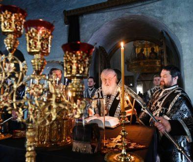В канун среды Страстной седмицы Святейший Патриарх Кирилл принял участие в вечернем богослужении в Андреевском монастыре