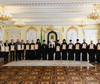 Святейший Патриарх Кирилл вручил церковные награды сотрудникам Московской Патриархии