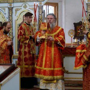 В день празднования памяти великомученика Георгия Победоносца архиепископ Димитрий возглавил Божественную литургию в храме святой великомученицы Ирины