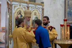 В  Неделю 2-ю по Пятидесятнице, Всех святых, в земле Русской просиявших, архиепископ Димитрий возглавил Божественную литургию в храме великомученицы Ирины