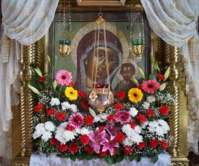 Тропарь Казанской иконе Богородицы исполняет хор храма великомученицы Ирины г.Москвы