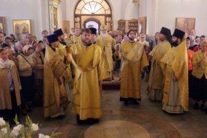 Митрополит Липецкий Арсений возглавил торжества престольного праздника в храме апостолов Петра и Павла в Новой Басманной Слободе