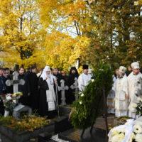 В день 90-летия со дня рождения митрополита Никодима (Ротова) Святейший Патриарх Кирилл совершил заупокойные богослужения в Александро-Невской лавре