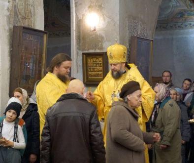 Епископ Макаровский Гедеон возглавил всенощное бдение в храме великомученицы Ирины