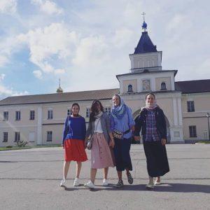 ОПТИНА МОЛОДАЯ Повар, фермер и студент – о том, что они ищут и находят в знаменитой обители