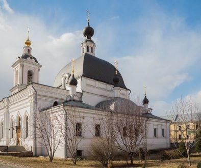 В центре Москвы мужчина с ножом ранил двух человек в храме святителя Николая в Покровском