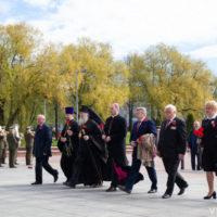 В 75-ю годовщину Великой Победы архиепископ Витебский и Оршанский Димитрий возложил цветы к главному монументу на площади Победы в Витебске