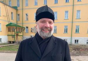 Епископ Звенигородский Питирим: «Я укоротил бороду, чтобы ходить причащать больных»